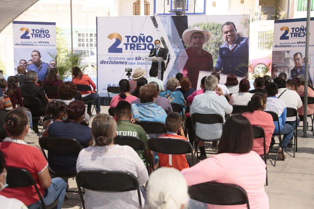 Vecinos de Sopeña, Vía 2, Medranos y San José de Gracia reciben a Toño Trejo