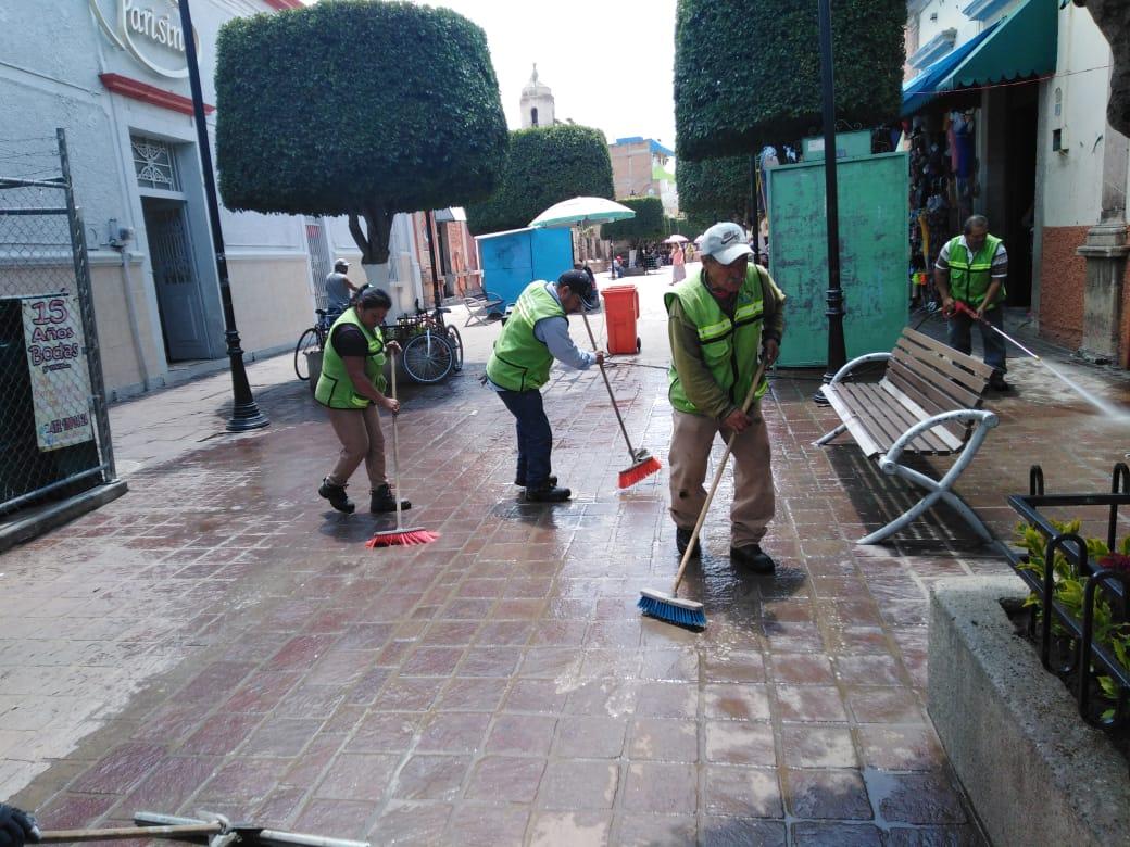 Asean y embellecen plazas y jardines a través del programa ¨Tu Plaza limpia¨