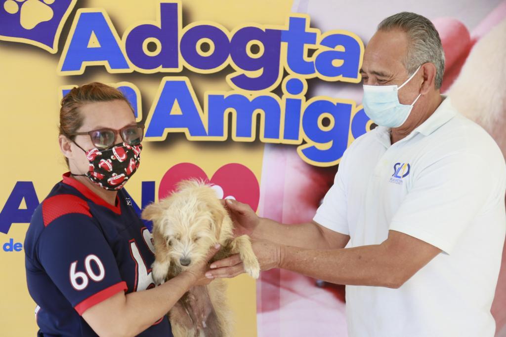 Caan promueve la adopción animal