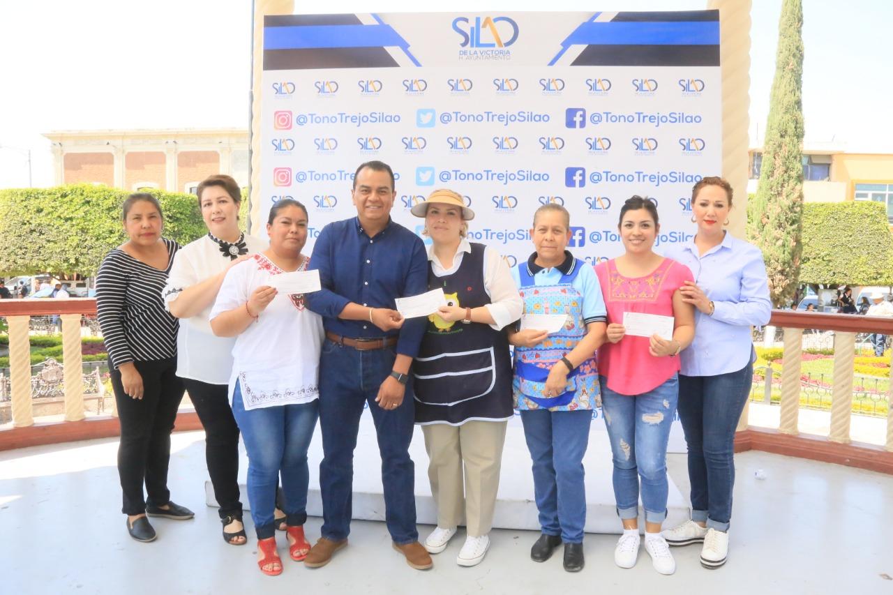 Entrega Toño Trejo apoyo económico a 7 guarderías
