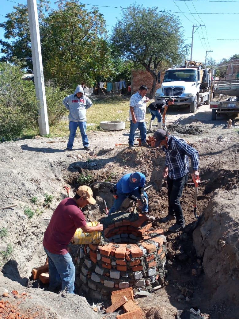 Reparan drenaje en Loza de Barrera