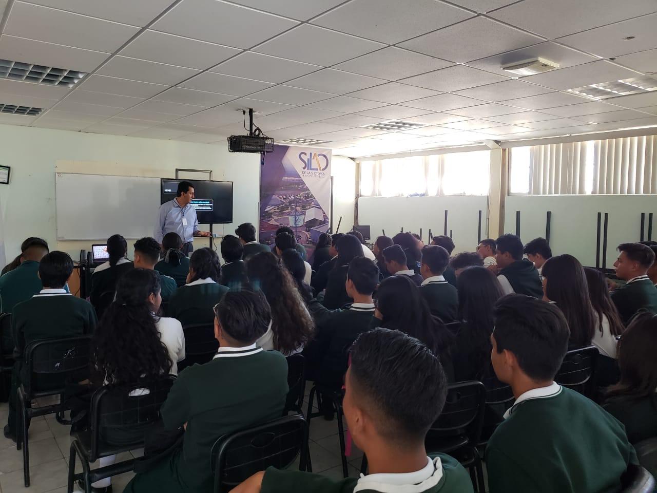 Estudiantes de CONALEP reciben plática