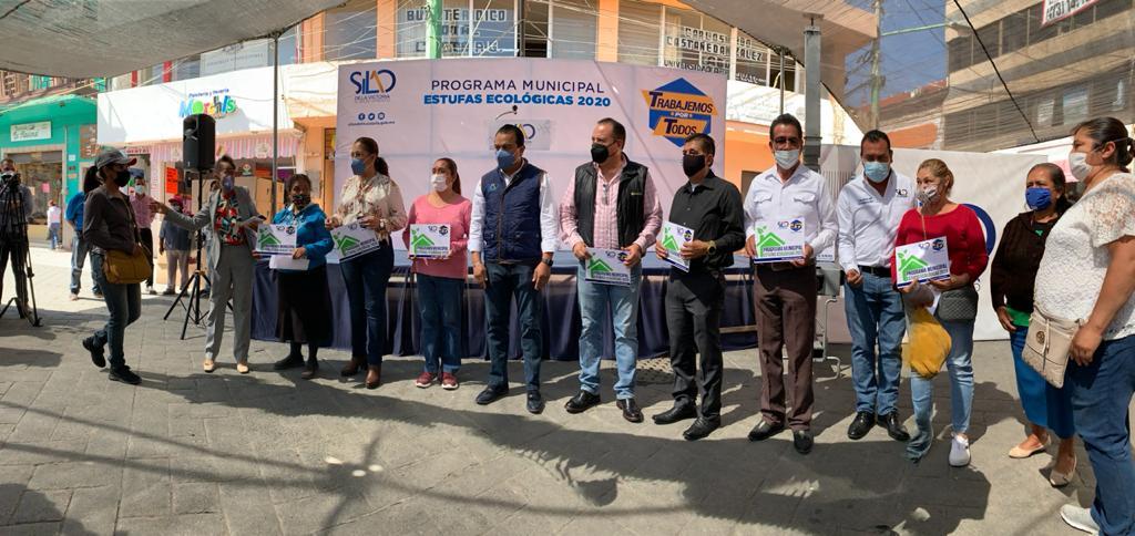 Entrega alcalde de Silao estufas ecológicas