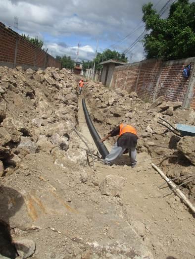 Presidencia Municipal construye drenaje sanitario en Comanjilla