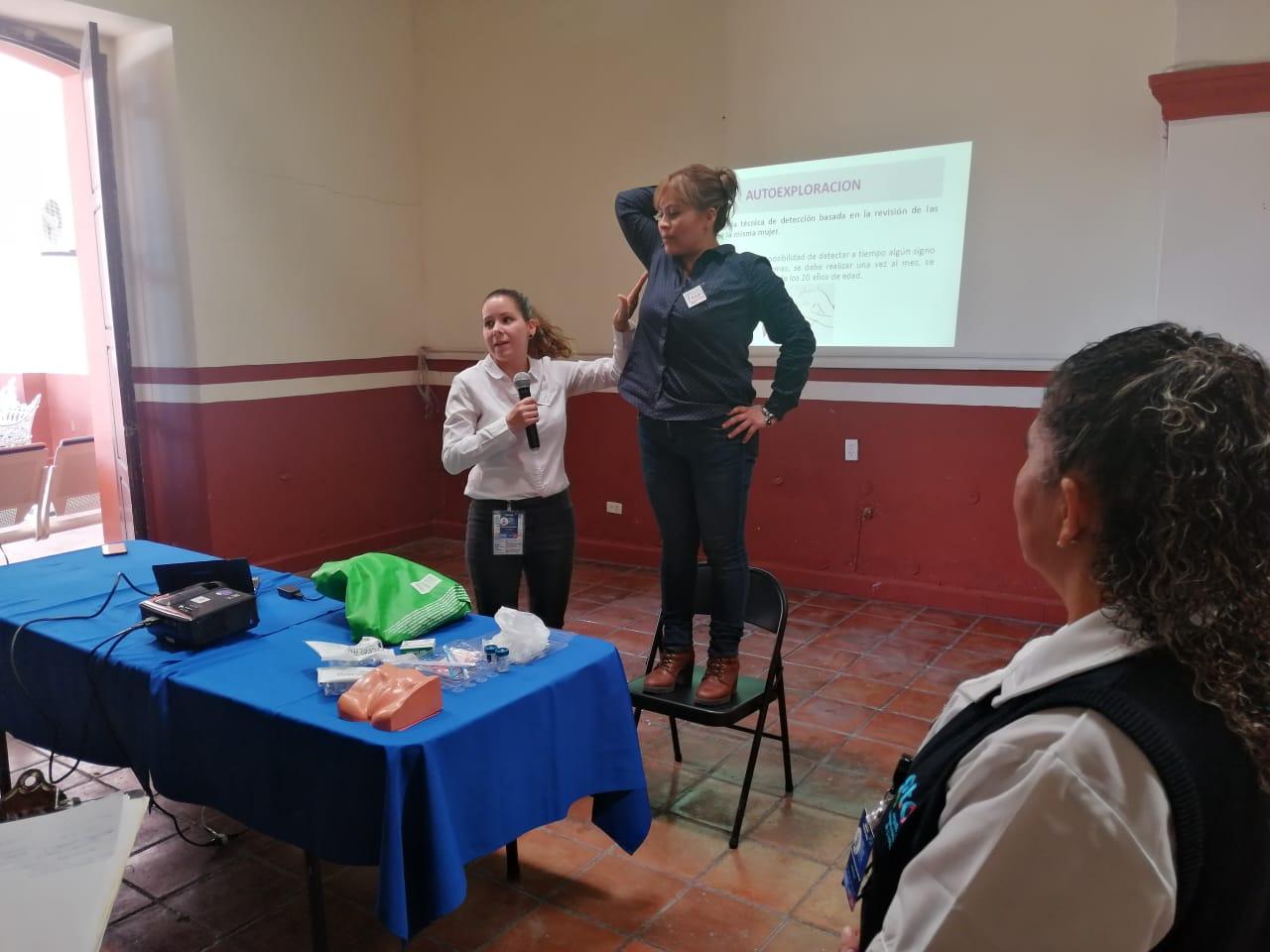 CAISES Silao ofrece plática preventiva a 50 empleadas municipales