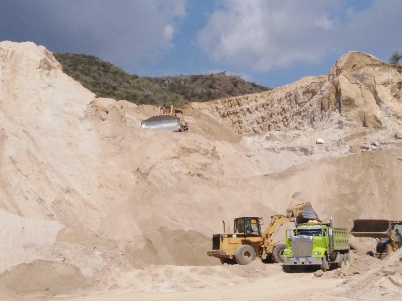 Regularizan bancos de tepetate y arena