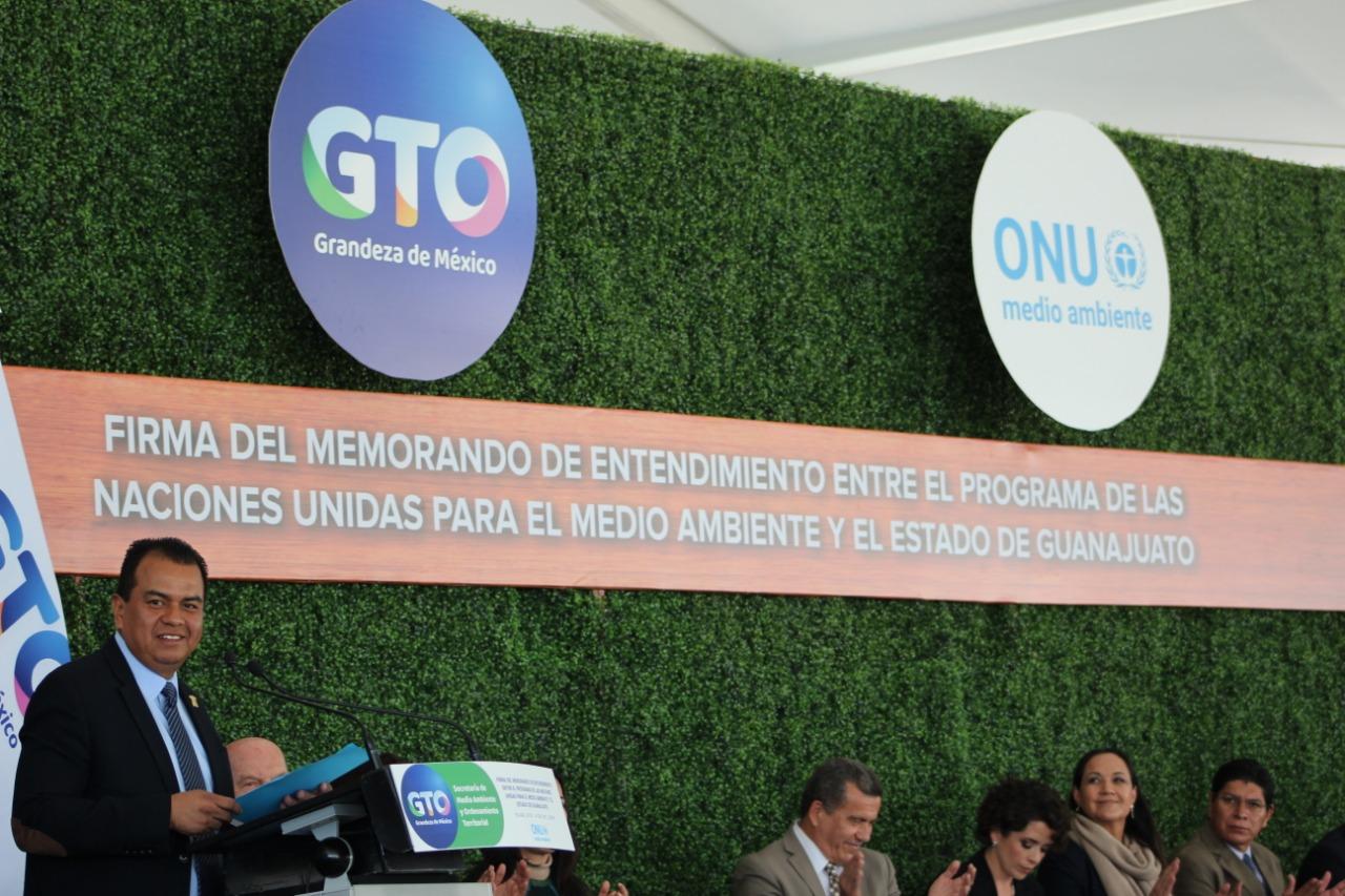 Autoridades estatales realizan la firma del memorando de Entendimiento que celebrarán el Programa de las Naciones Unidas para el Medio Ambiente.