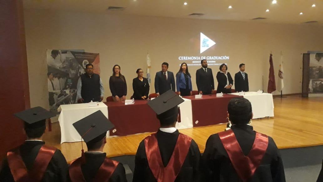 Se graduaron 73 jóvenes del  la UPIIG