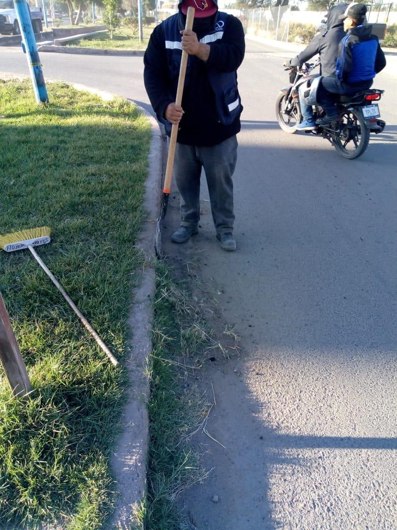 Se brinda mantenimiento y limpieza diaria a servicios públicos de la ciudad